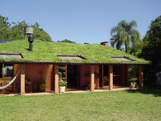 casa com telhado verde l imagem: instituto elos