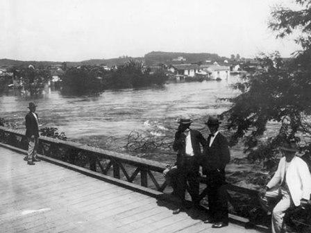 antiga ponte de pinheiros, em 1929 l imagem: prefeitura de são paulo