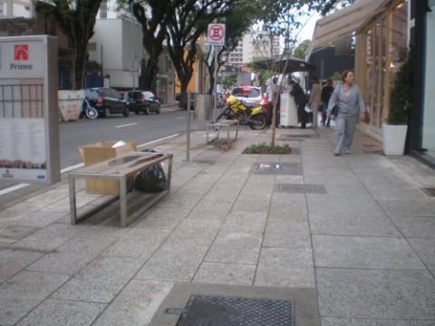 calçada da rua oscar freire, em placas de concreto