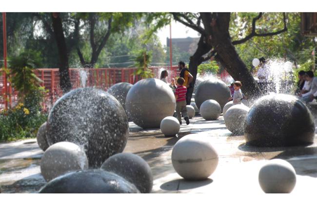 esferas de cimento jorrando água | imagem: elemental