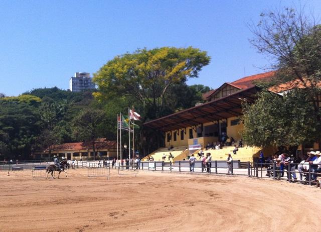 arena onde acontecia apresentações de cavalos