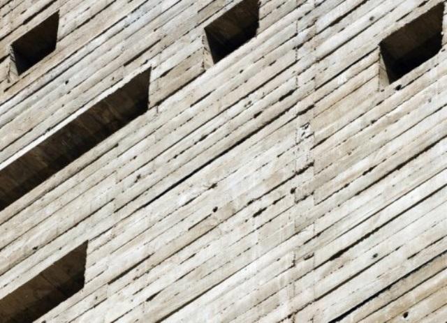 detalhe da fachada revestida em concreto aparente | imagem: vitruvius