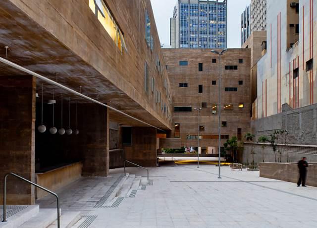 área de convivência aberta entre os blocos de edifícios | imagem: gabriel cabral/folhapress