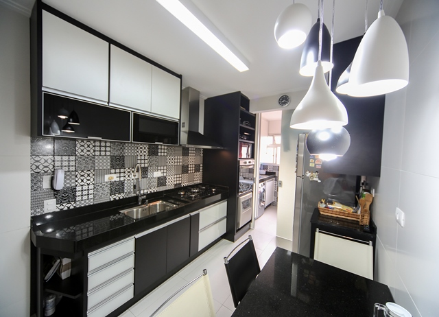 vista geral da cozinha após a intervenção | imagem: léo barrilari